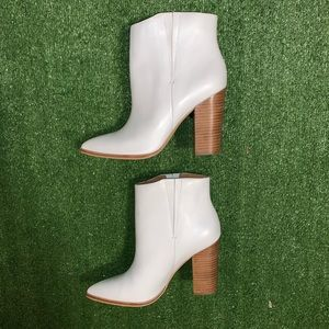 (Like New) Halogen white leather ankle boots